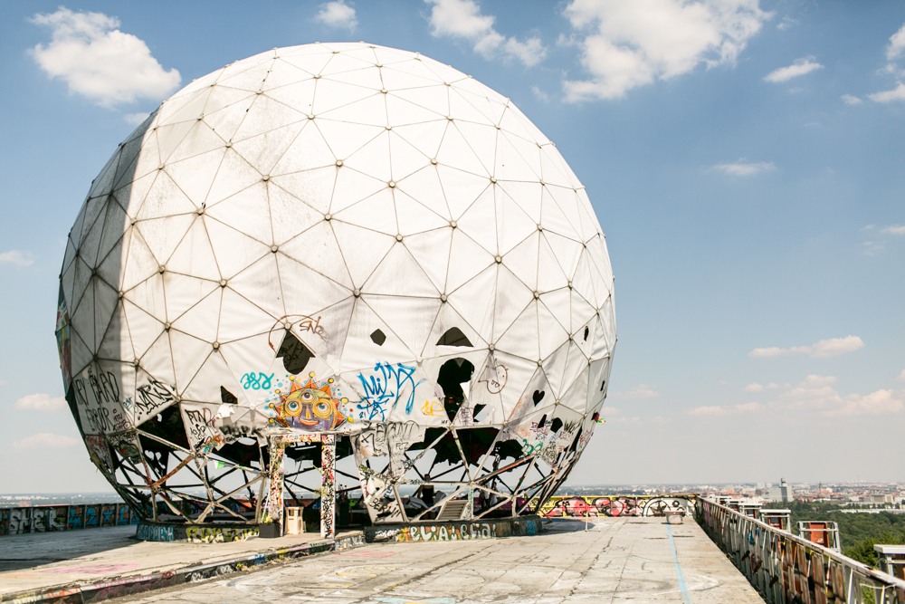 Fran-Burrows-funky-wedding-teufelsberg-Berlin (1)
