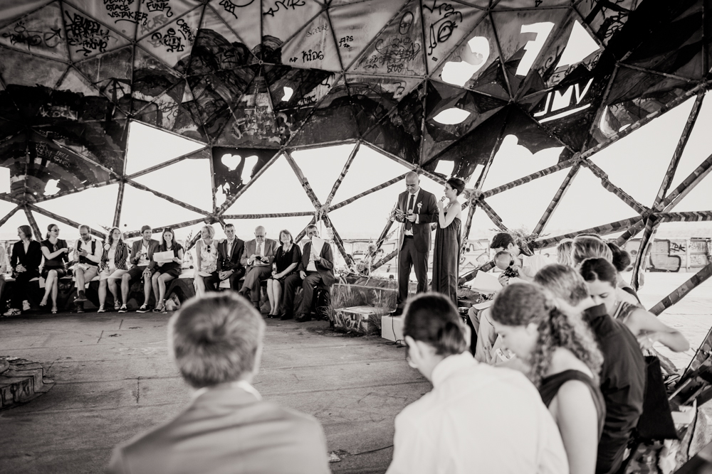 Fran-Burrows-funky-wedding-teufelsberg-Berlin (19)