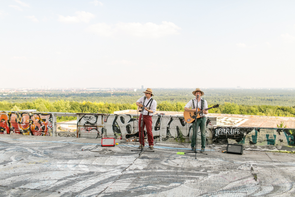 Fran-Burrows-funky-wedding-teufelsberg-Berlin (35)