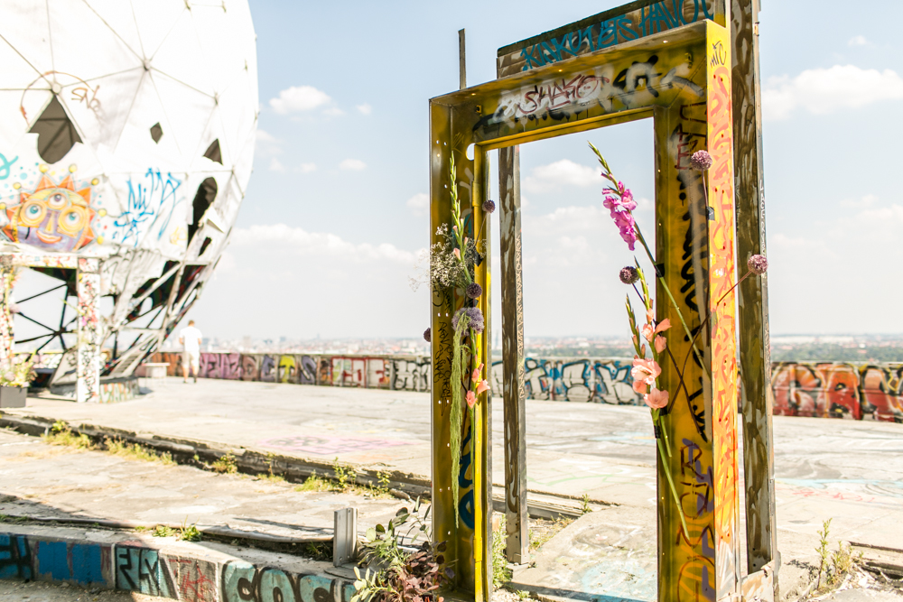 Fran-Burrows-funky-wedding-teufelsberg-Berlin (7)