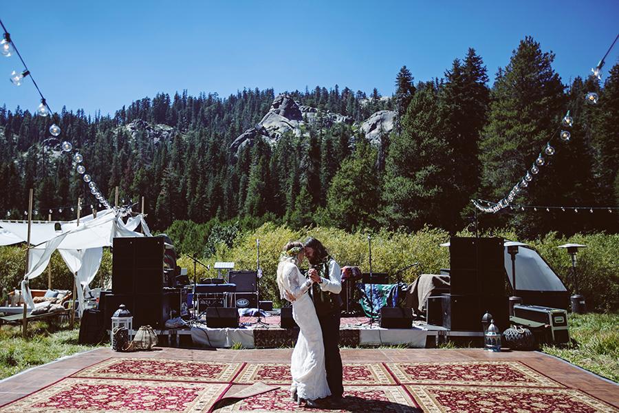 mariage-festival-coachella-funky-wedding (14)