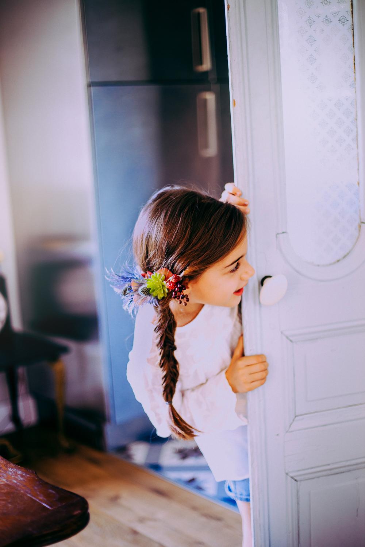 5 coiffures fleuries pour petites demoiselles d 39 honneur funky wedding - Coiffure de demoiselle d honneur ...